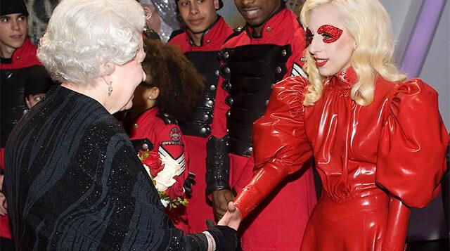 От латекса до кардигана: в чем знаменитости приходили на встречу с королевой Елизаветой II